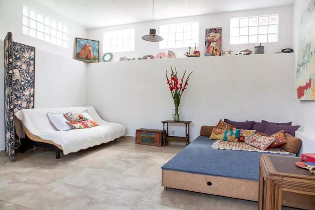 Post-vacation vacation Airbnb main room